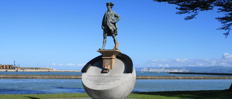 פסל של קפטן ג'יימס קוק